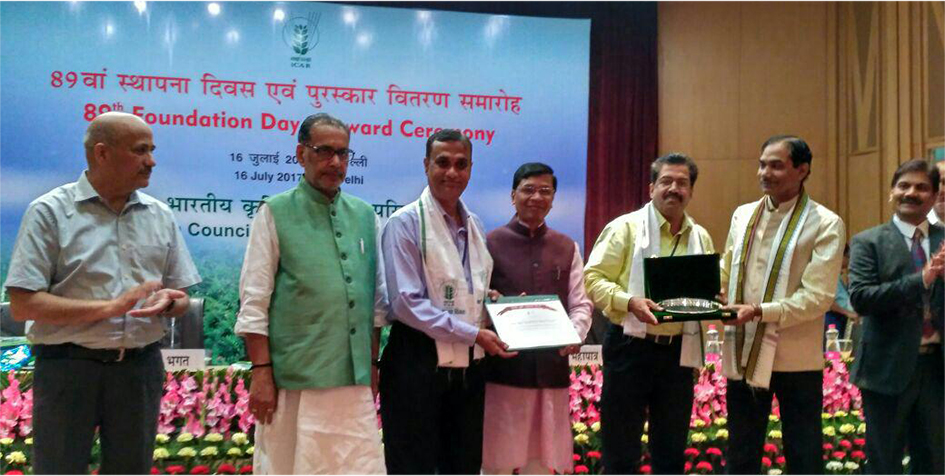 ICAR-CIBA receiving prize for its Hindi magazine