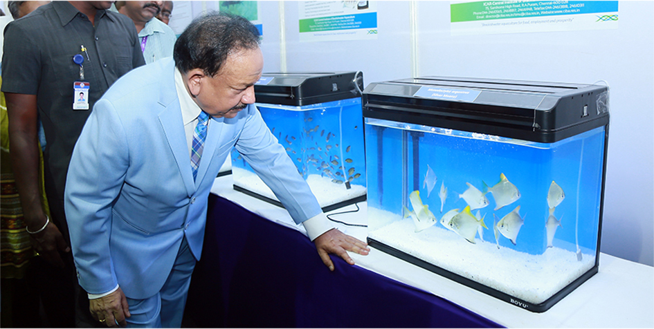 Dr. Harsh Vardhan, Hon'ble Union Minister for Science and Technology, Environment, Forests, Climate Change and Ministry of Earth Sciences visited CIBA Stall at 3rd India International Science Festival – 2017